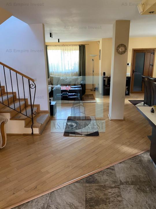 Casa/Villa ,500 mp teren- zona Sanpetru(Primaverii)